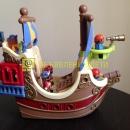 Пиратский корабль с пиратами и сокровищами